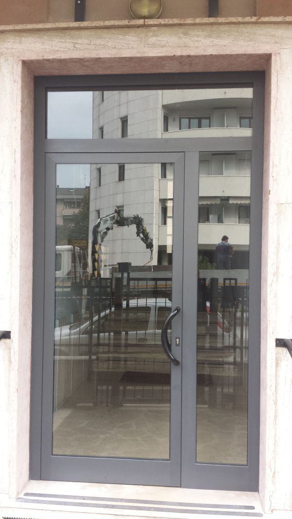 my-house-verona-i-nostri-lavori-vetrina-alluminio356470370-9384-3613-C7A4-44B77BA81648.jpg